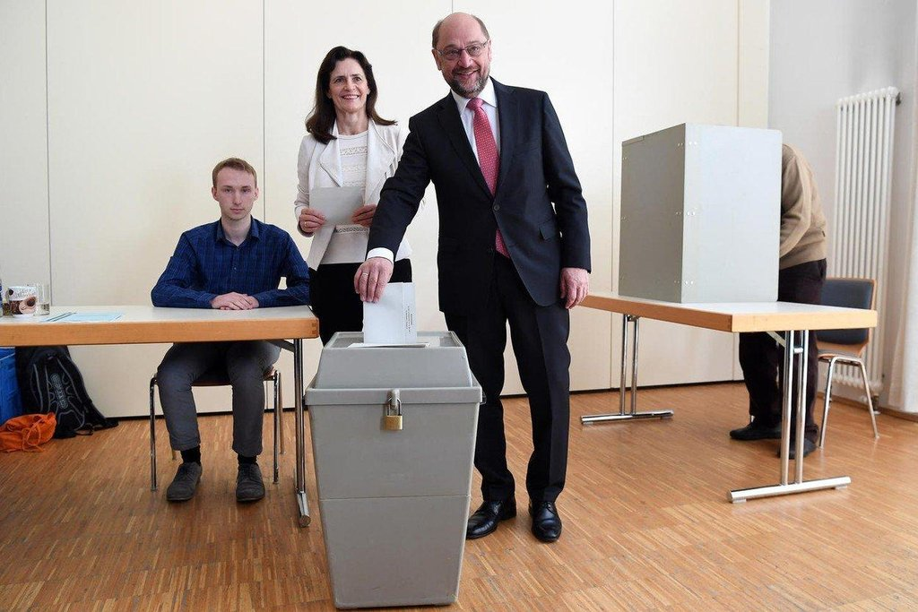 Svůj hlas odevzdal mimo jiné předseda koaliční sociální demokracie Martin Schulz