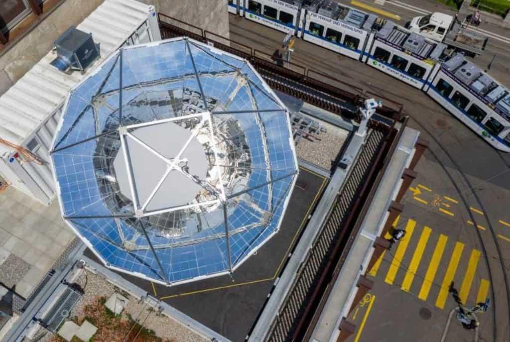 Solární rafinérie na střeše budovy ETH v Curychu.