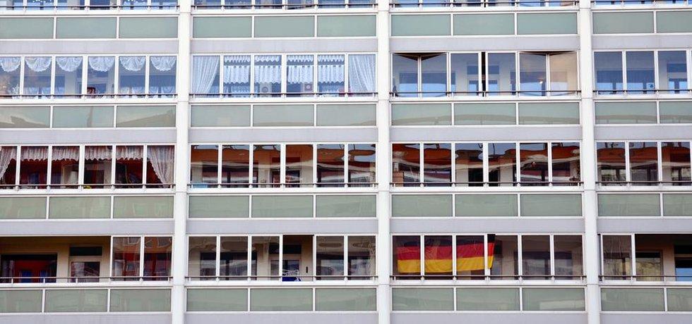 Okna domu na Frankfurter Allee.
