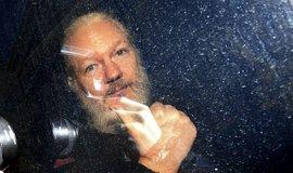 USA rozšířily obvinění vůči zakladateli WikiLeaks Assangeovi, hrozí mu 175 let vězení