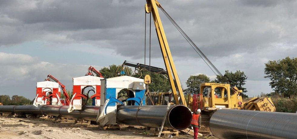 Stavba plynovodu, který má dopravovat surovinu z Ruska po dně Baltského moře rovnou do Německa, vzbuzuje v Evropě obavy o energetickou bezpečnost