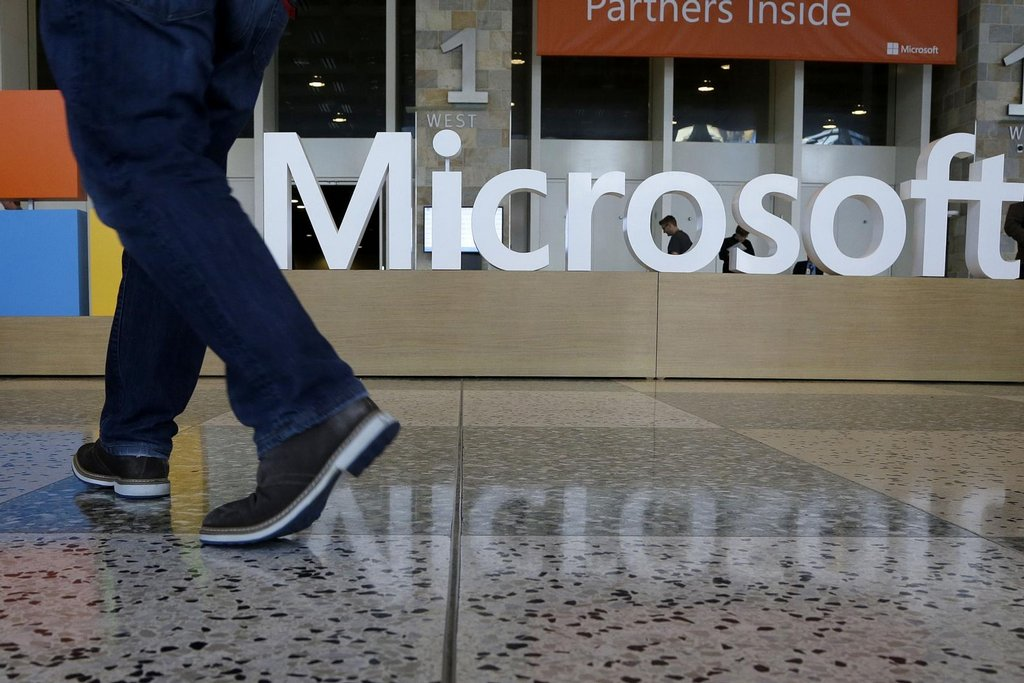 3. Microsoft – 87 miliard dolarů. Microsoft si udržuje náskok před Facebookem, oproti loňskému roku se však zmenšil. I tak se společnosti daří: zaznamenala růst o 16 procent. Na začátku května představila nový operační systém Windows S.