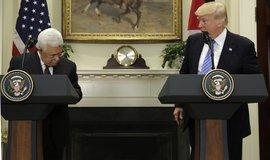 Mahmúd Abbás spolu s Donaldem Trumpem v Bílém domě