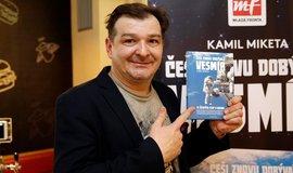 Kamil Miketa při křestu knihy