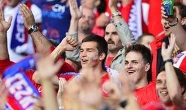 Utkání skupiny D mistrovství Evropy ve fotbale: ČR - Turecko, 21. června ve francouzském Lens. Čeští fanoušci.