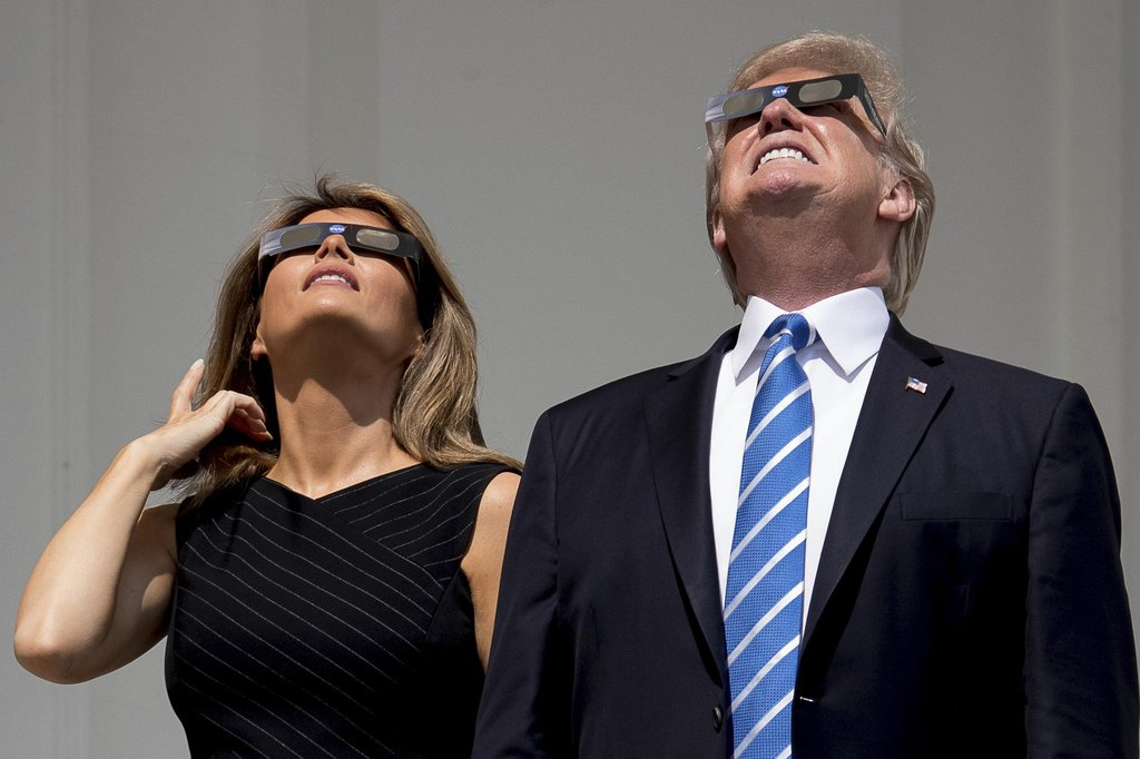 Zatmění Slunce sledoval i Donald Trump s chotí Melanií