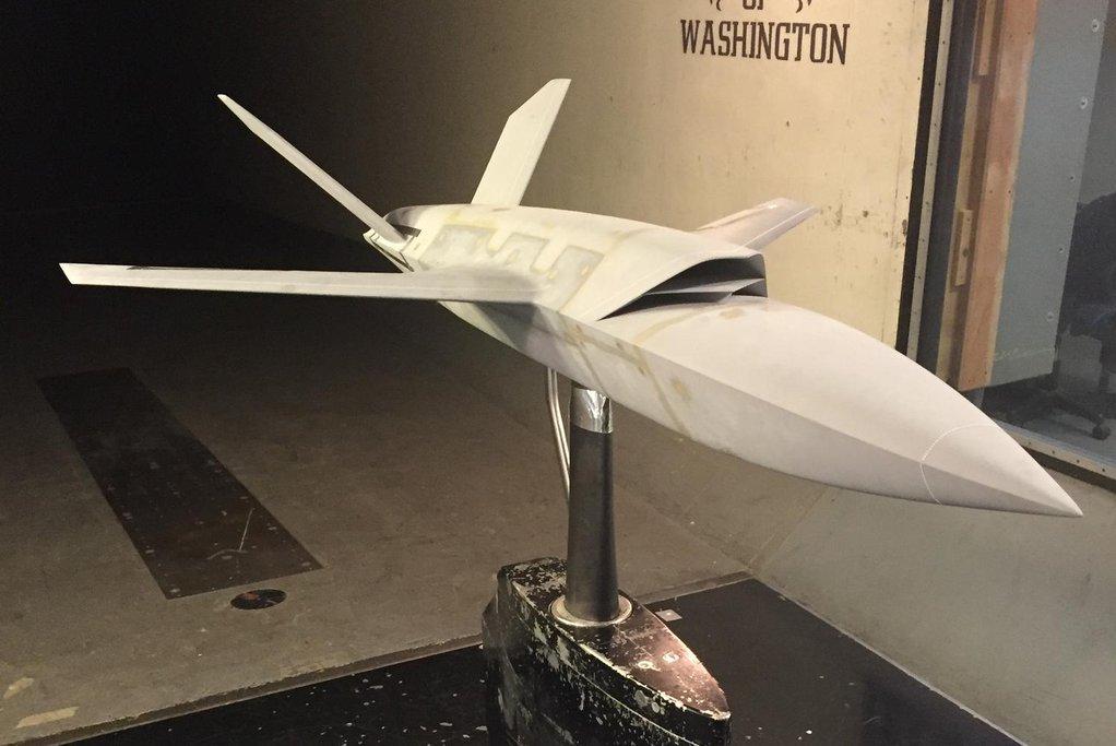 Nové drony mají být zcela autonomní a napodobovat manévry letadla, které doprovází