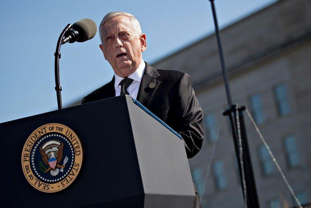 """Současný šéf Pentagonu James Mattis si během svého působení v armádě vysloužil přezdívku """"Mad Dog"""" (šílený pes). """"Buďte slušní, buďte profesionální. Vždycky ale mějte záložní plán, jak je případně sejmout všechny,"""" poradil údajně svým podřízeným během jedné z návštěv v roce 2003 v Iráku."""