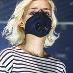 O prostředku na ochranu dýchacích cest se v Polsku kvůli vážným problémům se smogem začalo hovořit jako o módním doplňku.