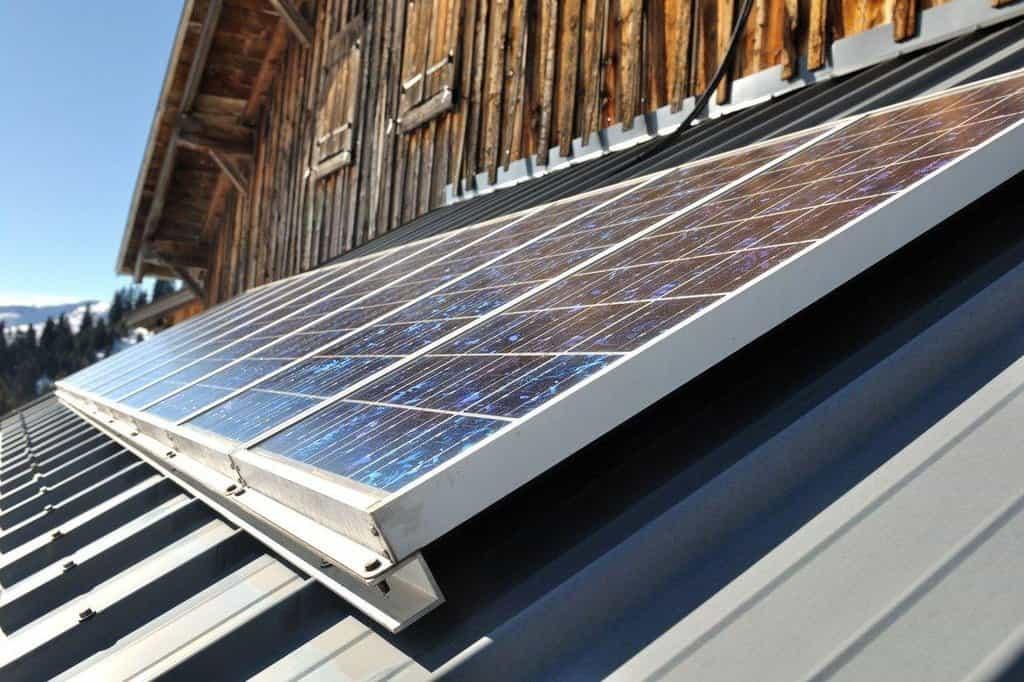 Pořídit si fotovoltaické panely na dům či chatu chce do budoucna 29 procent Čechů