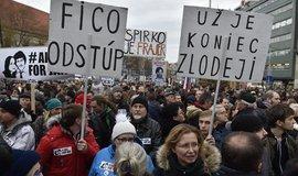 Fico odstup. V Bratislavě se na protivládní demonstraci sešlo přes 30 tisíc lidí