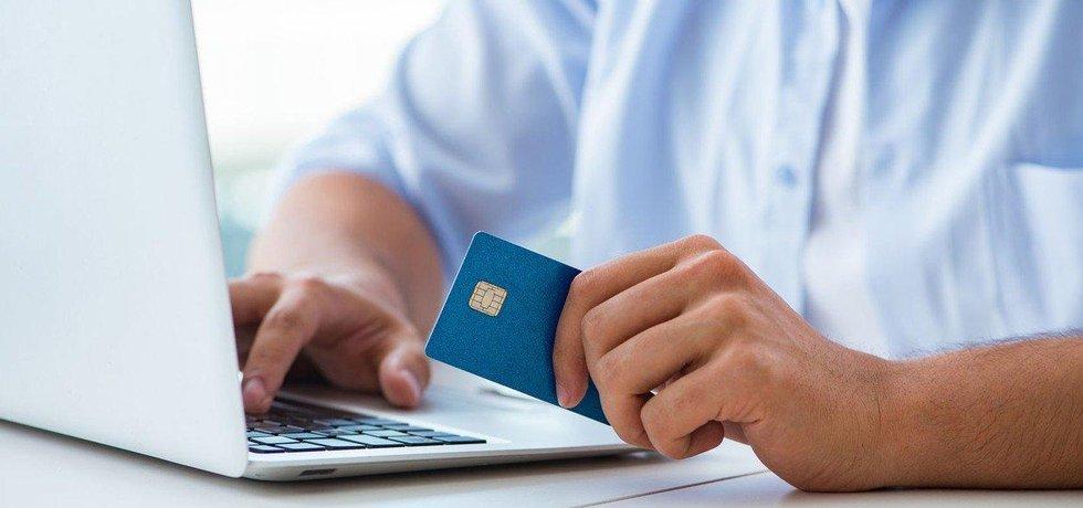 Nakupování v e-shopu - ilustrační foto