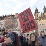 Protest proti Marii Benešové na pražském Staroměstském náměstí