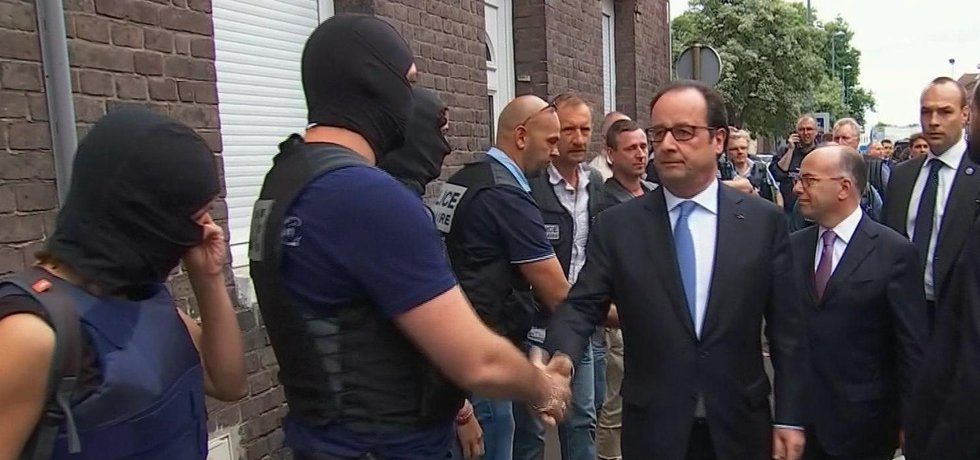 Francois Hollande se setkává se zasahujícími politiky