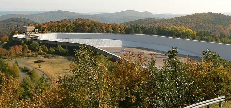 Horní nádrž přečerpávací vodní elektrárny Waldeck, kterou provozuje E.ON.