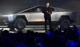 Elon Musk představuje Cybretruck. Během prezentace mu prasklo boční sklo.