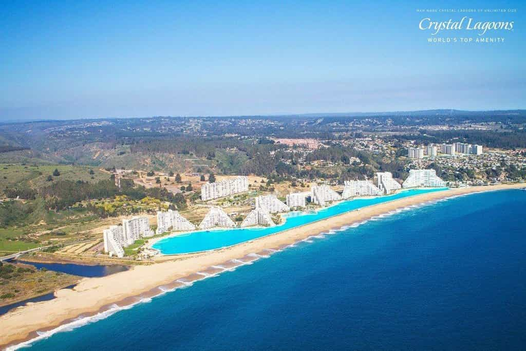 Ráj na zemi v kilometrovém bazénu. Největší bazén světa v Chile už ale není největší