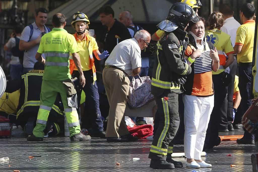 V Barceloně najela dodávka do davu lidí. Útok má 13 obětí, jeden podezřelý zadržen