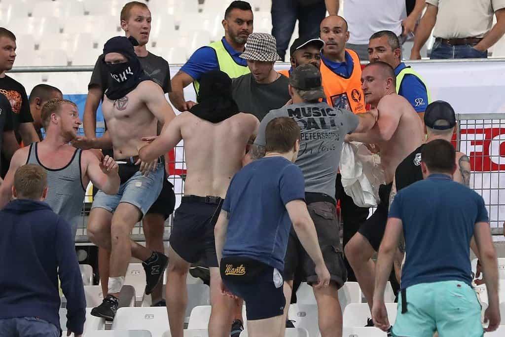 Ruští fanoušci během utkání fotbalového Eura proti Anglii