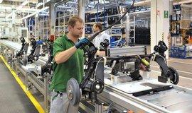 Výroba aut se dostala z poklesu. Za osm měsíců se vrátila na loňských rekordních 942 tisíc vozů