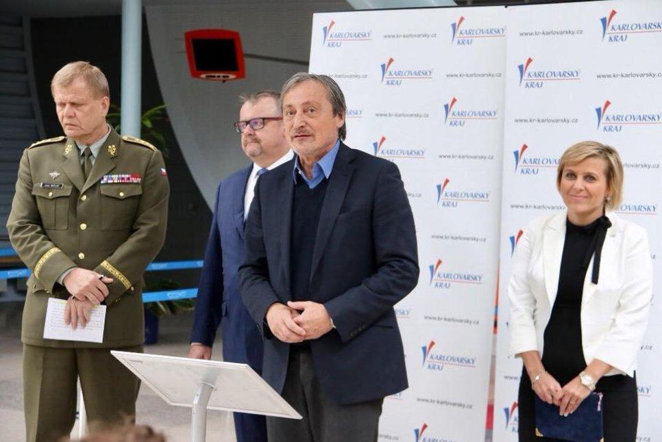 Zleva Josef Bečvář, Dan Ťok, Martin Stropnický a Jana Vildumetzová