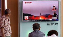 Jihokorejci sledují raketový test KLDR, ilustrační foto