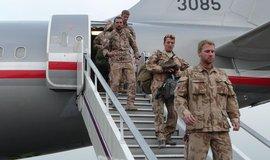 Střídání vojáků české strážní roty na vojenské základně Bagrám v Afghánistánu.