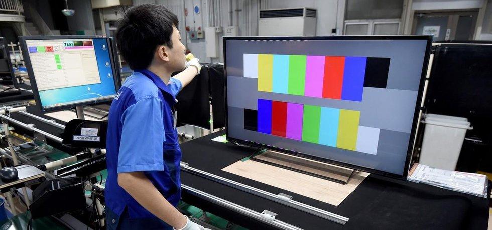 Výroba obrazovek LCD, ilustrační foto