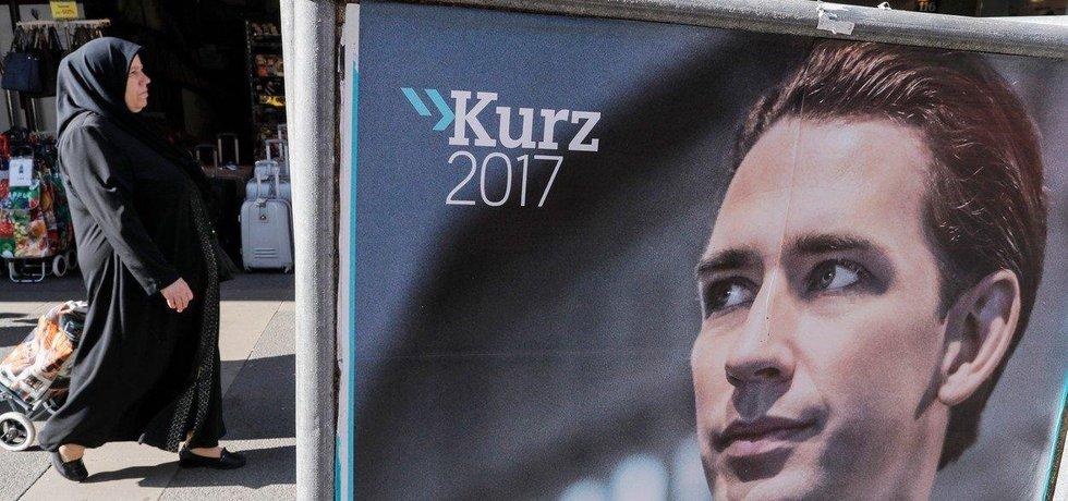 Lídr rakouských lidovců Sebastian Kurz na předvolebním plakátu
