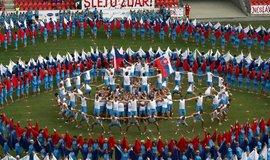 Do Prahy se první červencový týden sjelo 15 tisíc sokolů, kteří nacvičili třináct hromadných skladeb.