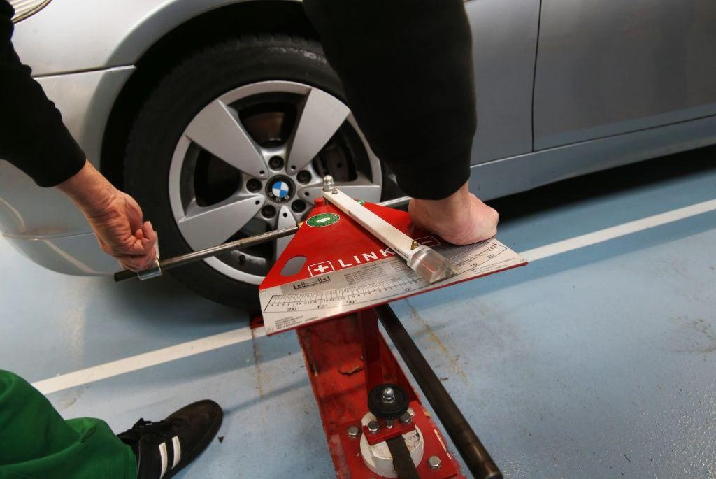 Novela zákona umožňuje autoservisům provozovat STK a stanicím zase opravovat auta.