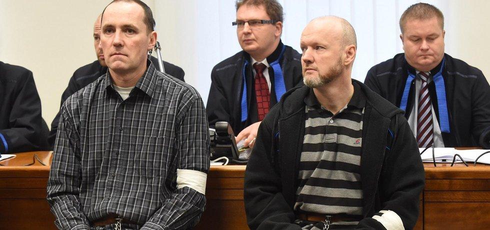 Roman Dolíhal (vpravo na snímku z 22. listopadu 2016) si odpyká 20 let ve vězení, a to i za související vraždu, Jaroslav Havlík (vlevo) má definitivně potvrzený 11letý trest