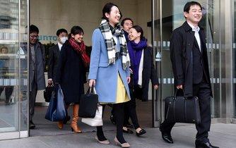 Zaměstnanci likérky Suntory odchází poprvé z práce ve tři hodiny odpoledne