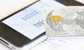 Bankovní aplikace pro mobilní zařízení, ilustrační foto