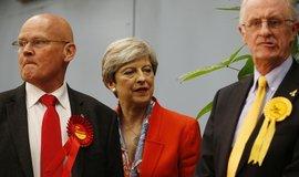 Britští konzervativci přišli ve volbách o většinu