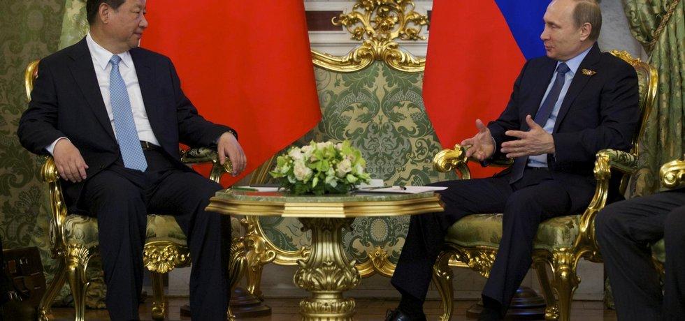 Jednání ruského prezidenta Vladimira Putina s jeho čínským protějškem Si Ťin-pchingem.