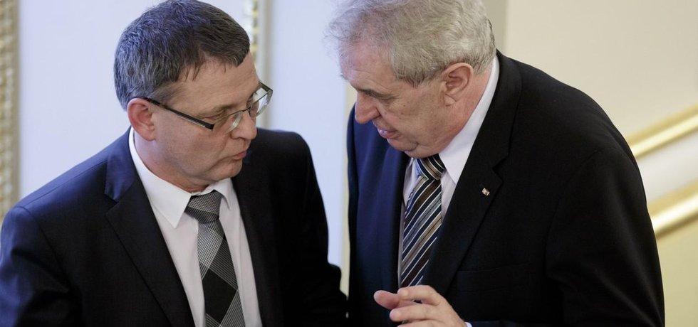 Ministr zahraničí Lubomír Zaorálek a prezident Miloš Zeman