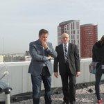 Ministr kultury Daniel Herman se starostou MČ Praha 13 Davidem Vodrážkou při prohlídce srřech archivu UPM. Střecha má být osázena fotovolatikou.