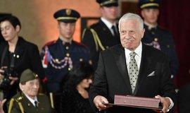 Bývalý prezident Václav Klaus s Řádem bílého lva