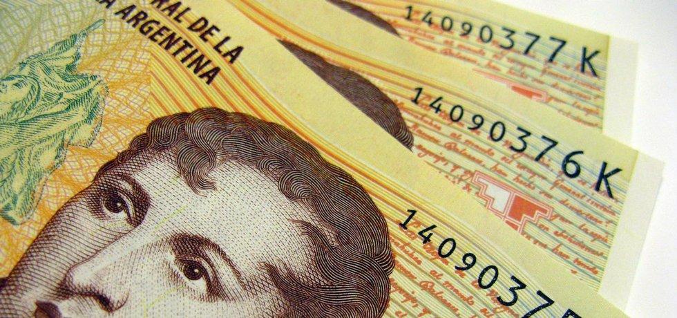 "Fotografie ""Argentina Currency"" licencovaná pod CC BY 2.0"
