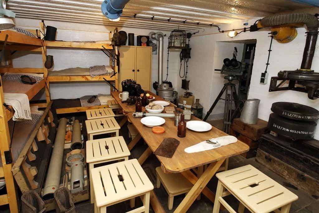 Místnost pro vojáky v bunkru v nizozemském Zoutelandenu
