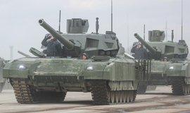 Tank T-14 Armata při nácviku na přehlídku