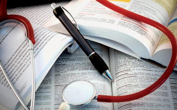 Ilustrační foto; studium, vzdělávání, stetoskop
