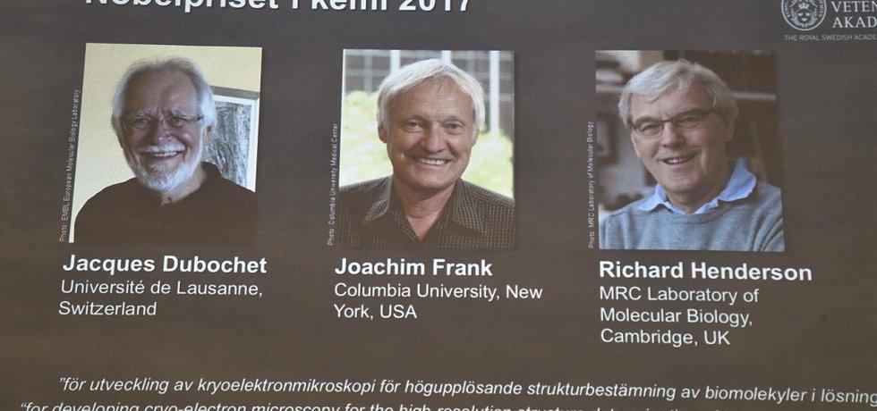 Laureáti Nobelovy ceny za chemii Jacques Dubochet, Joachim Frank a Richard Henderson