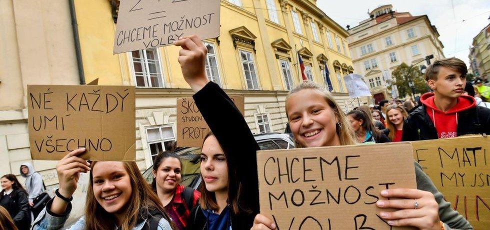 Protest studentů proti povinné maturitě z matematiky