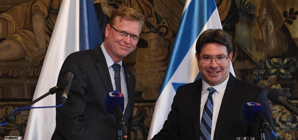 Vicepremiér pro vědu a výzkum Pavel Bělobrádek a jeho izraelský protějšek Ofir Akunis.