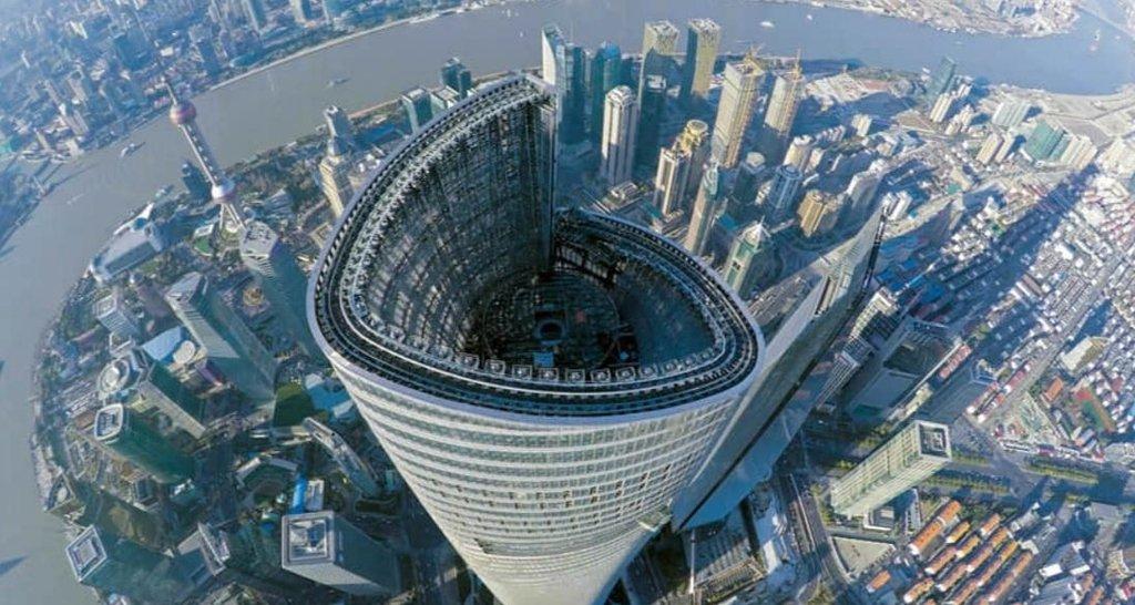 Šanghajská věž je vysoká 632 metrů.