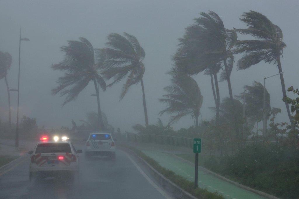 Hurikán Irma doprovázen větry o rychlosti až 300 kilometrů přešel přes ostrovy Barbuda a Svatý Martin a míří k Portoriku.