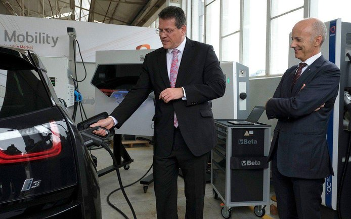 Eurokomisař Maroš Šefčovič je propagátorem elektromobility