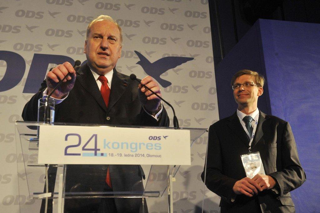 Po prvním kole volby místopředsedů se podařilo zvolit dva - europoslance Evžena Tošenovského (vlevo) a starostu středočeské Líbeznice Martina Kupku (vpravo).